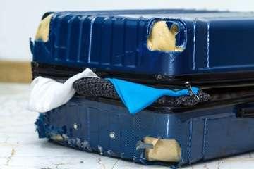 Biman-Bangladesh-Airlines-bagaglio-danneggiato